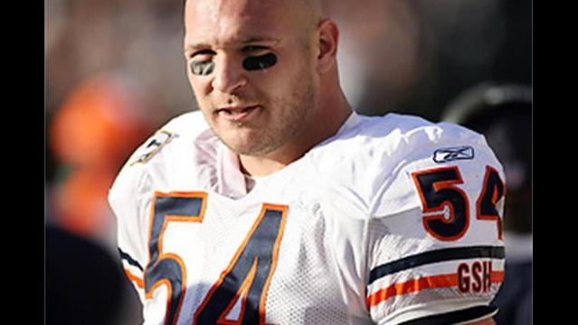 Bear Blitz: Urlacher has knee surgery