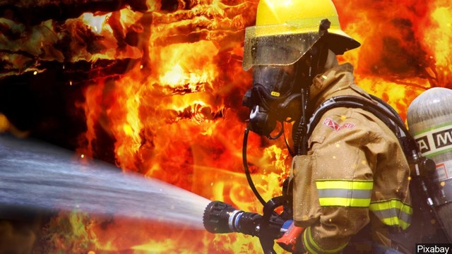 House fire Friday displaces Peoria family