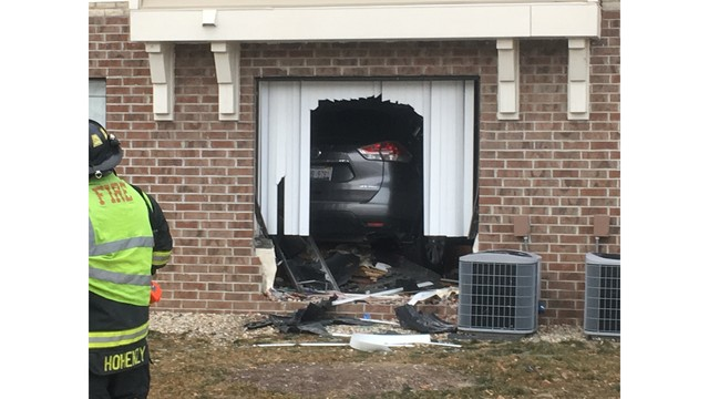 Car drives into Peoria apartment building