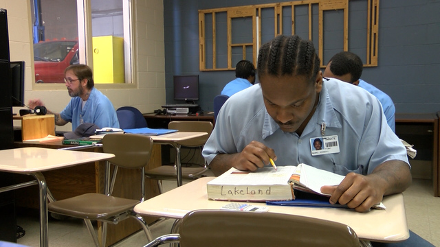 Learning Behind Bars >> Education Behind Bars Offenders Get A College Education Chance At