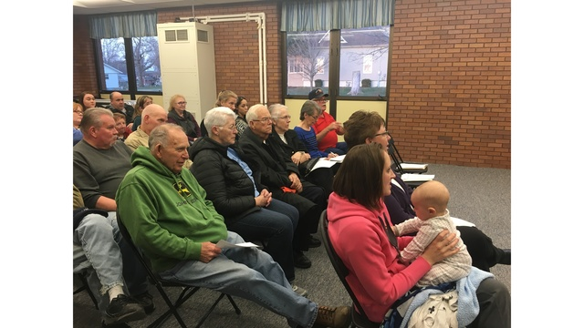 McLean and DNR host meeting about tame deer