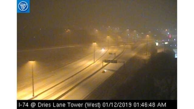 Heavy snow falling in Central Illinois